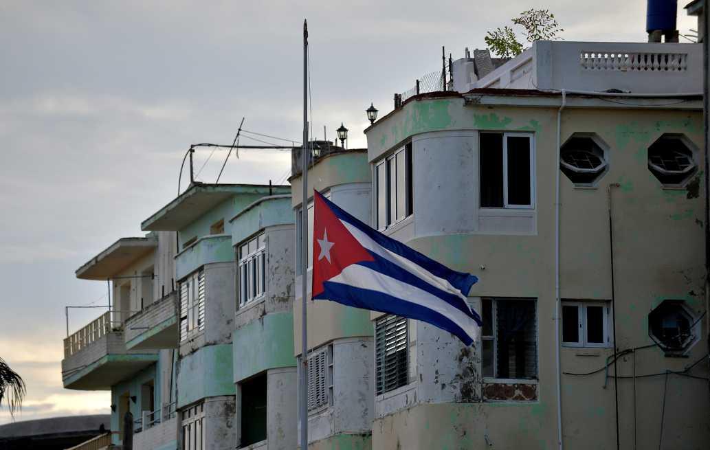 Cuba lucha por mantener con vida a los tres sobrevivientes de tragedia aérea