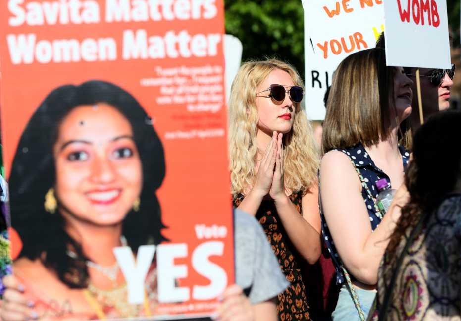 A ella le negaron un aborto y murió. Su historia despertó a Irlanda
