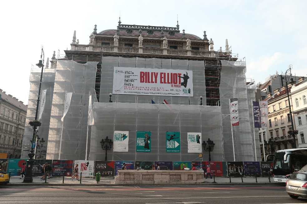Campaña homófoba afecta 15 funciones de «Billy Elliot» en Hungría