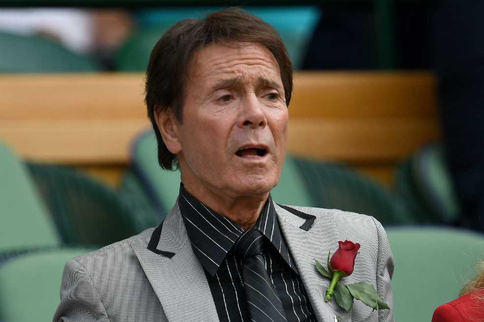 El cantante Cliff Richards gana juicio contra la BBC por violar su privacidad