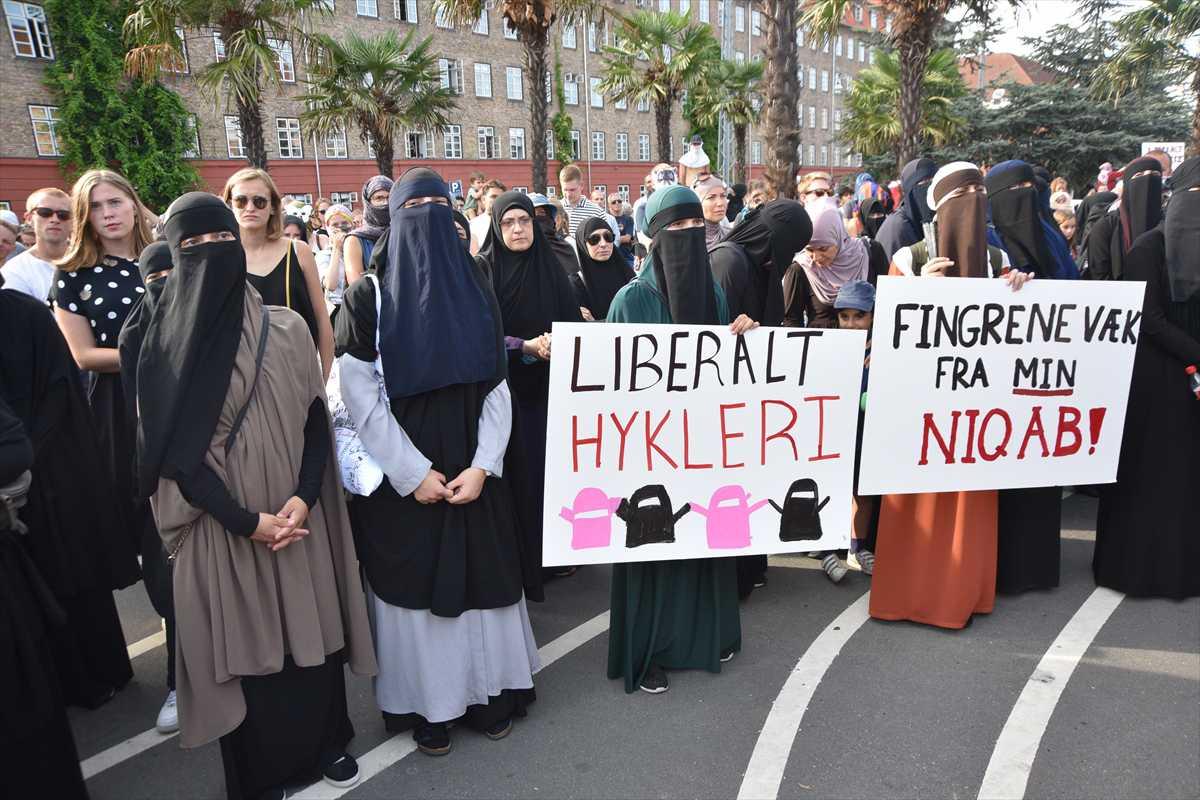 Miles de personas marchan en contra de la prohibición de la burka en Dinamarca