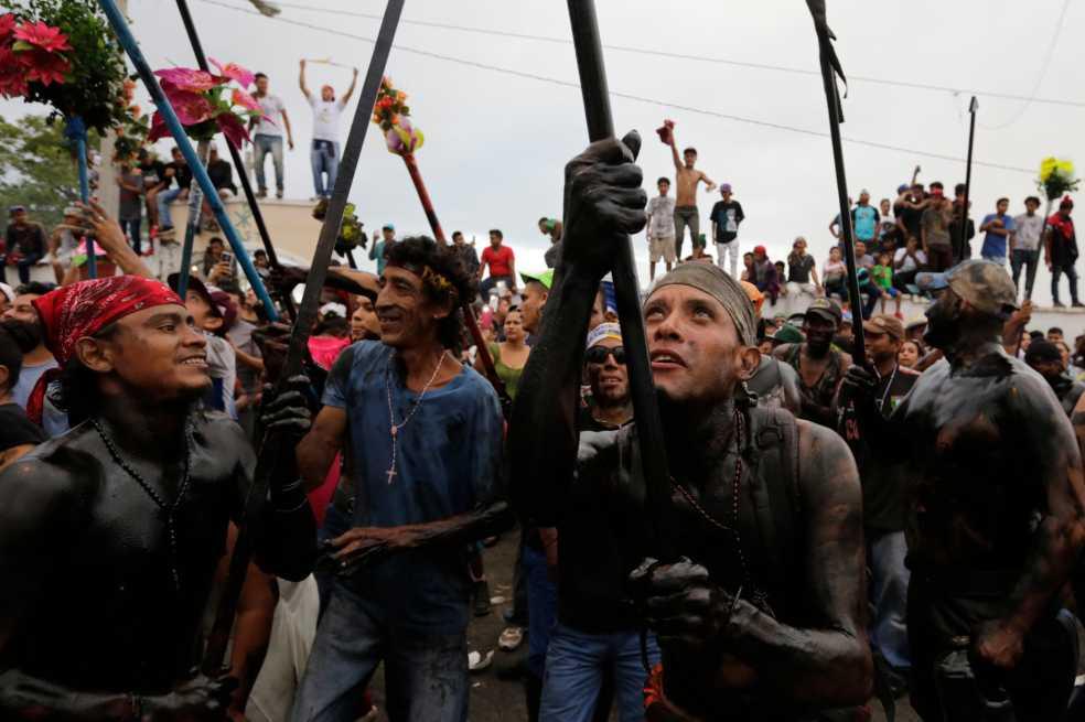 Nicaragüenses claman por paz durante la fiesta del santo patrono de la capital