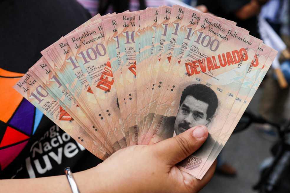 En Venezuela ya se pueden vender y comprar dólares a una tasa única