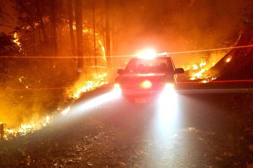 ¿Quiénes son los bomberos privados que salvan mansiones durante incendios en California?