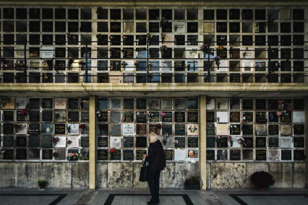 A los cementerios de París ya no les caben más muertos