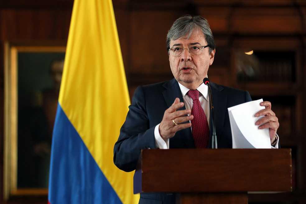 Colombia tendrá más embajadores de carrera diplomática: Cancillería