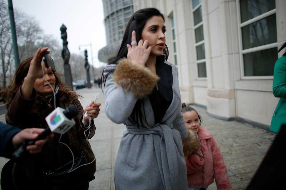 Juez rechaza petición de 'El Chapo' para abrazar a su mujer antes de juicio