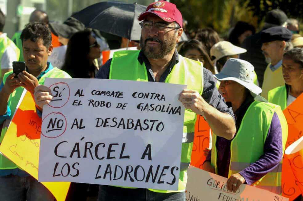 Pese a explosión de ducto en México continúa la toma clandestina de combustible