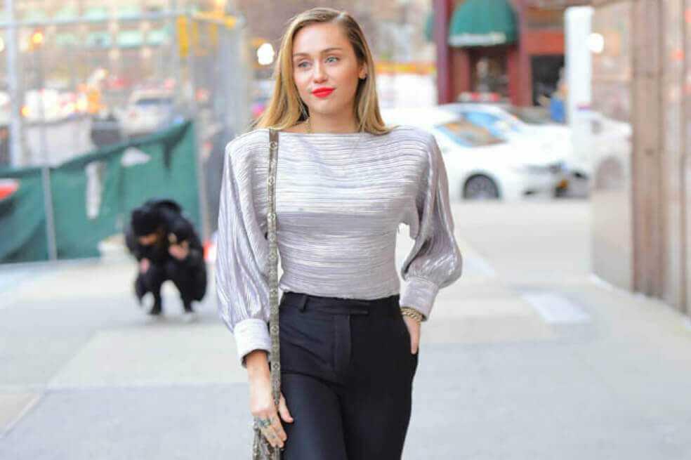 Miley Cyrus dice que «Black Mirror» habla sobre la explotación de artistas