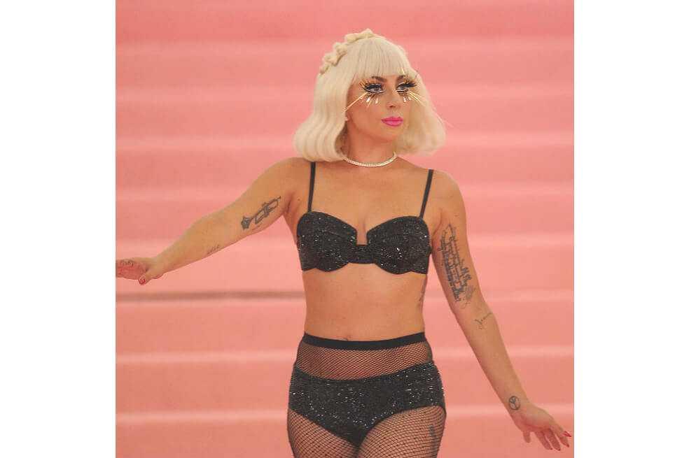 Lady Gaga lanza su línea de maquillaje