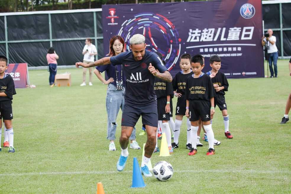 Neymar sonríe en China, ¿su futuro también?
