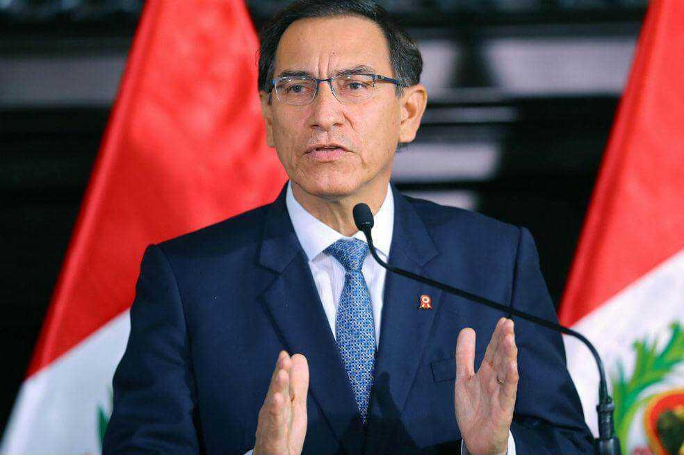 Presidente de Perú anuncia que disolverá el congreso