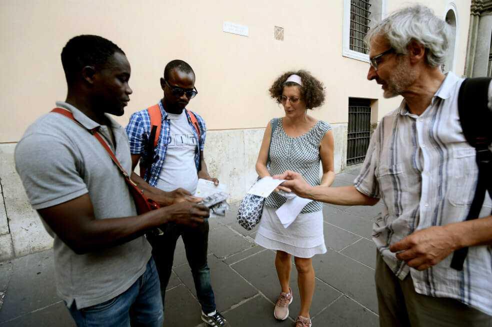 """Los migrantes se vuelven los nuevos """"guías invisibles"""" de Roma"""