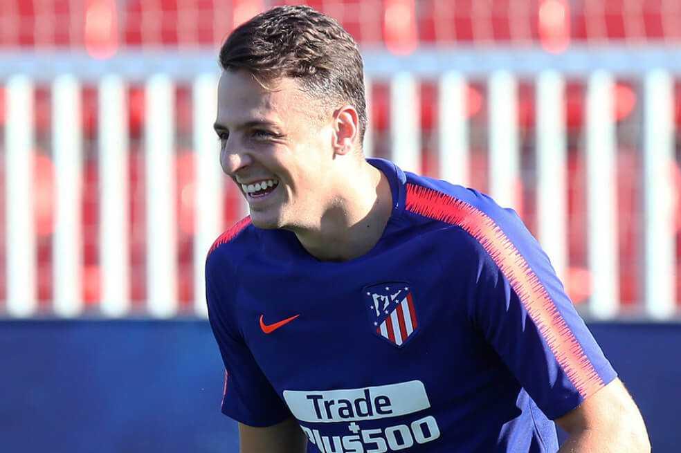 Benfica y Atlético podrían negociar por Santiago Arias en enero