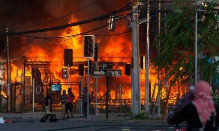 En Chile no cesa la violencia, muere manifestante en nueva noche de caos