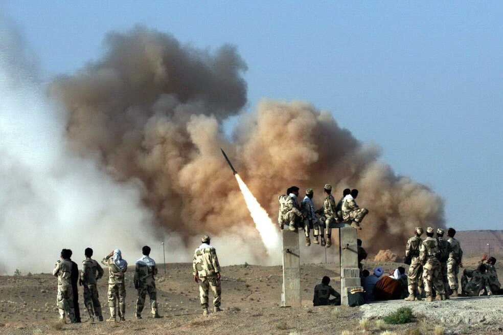 Irán responde y ataca base militar en Irak con tropas estadounidenses