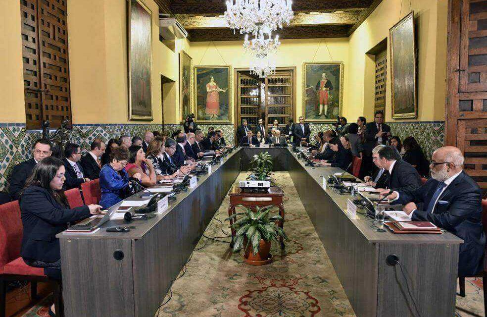 Miembros del Grupo de Lima hablan con Cuba para buscar solución en Venezuela