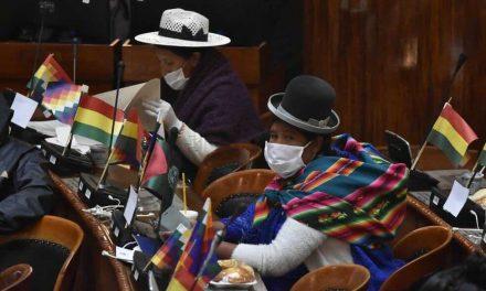 Los candidatos bolivianos siguen en campaña a pesar de no tener fecha de elecciones