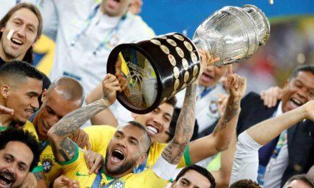 Dani Alves, el futbolista que tiene más títulos que años
