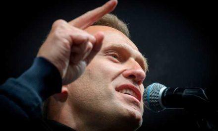 Líder opositor ruso Navalni salió del coma artificial en Alemania