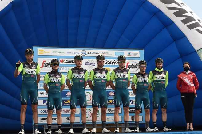 El equipo que renunció al Giro de Italia por dos casos de dopaje