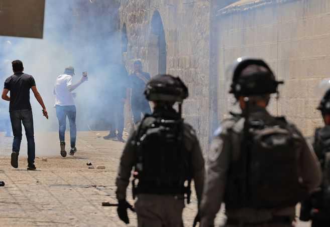 Nuevos choques en Jerusalén entre la policía y palestinos dejan casi 300 heridos