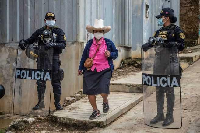 """""""Todavía faltan nuestros votos"""", dicen esperanzados campesinos peruanos"""