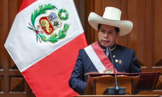 Primer anuncio oficial de Pedro Castillo: reformar la Constitución de Perú