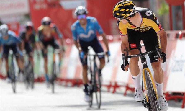 Primoz Roglic le ganó la batalla a Enric Mas en la etapa 11 y se llevó la victoria